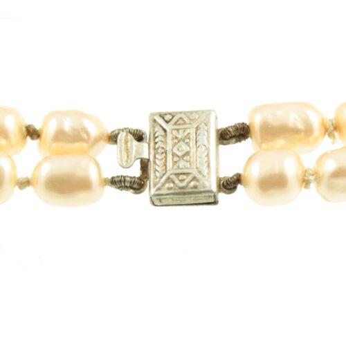 Faux pearl bracelet - clasp view