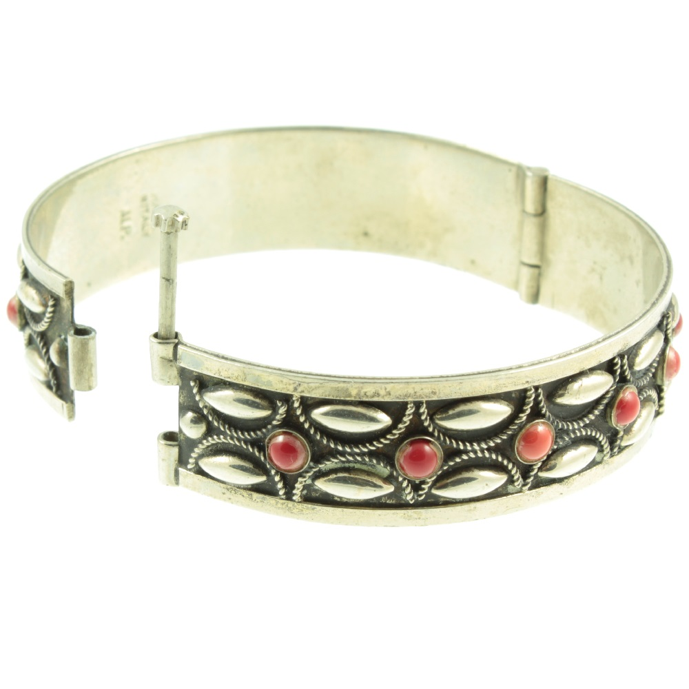 Italian Silver Bracelet - hinge view