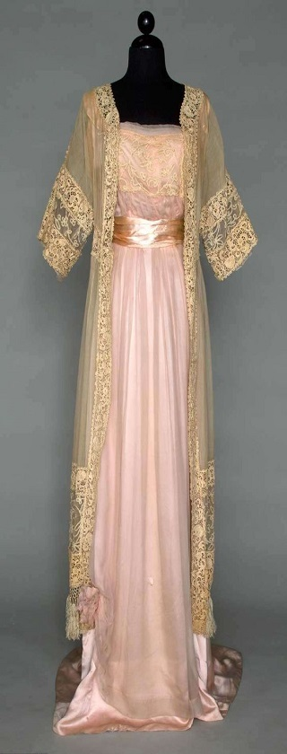 Art Nouveau 1890 to 1915 - dress