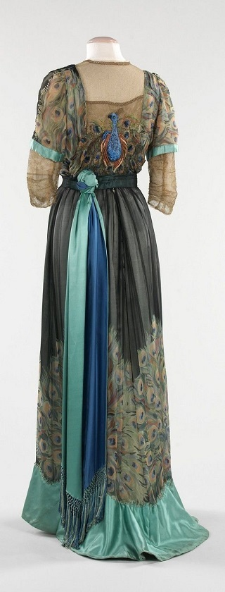 Art Nouveau 1890 to 1915 - evening dress