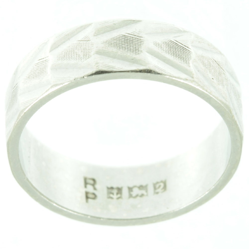 Silver patterned ring - inside view