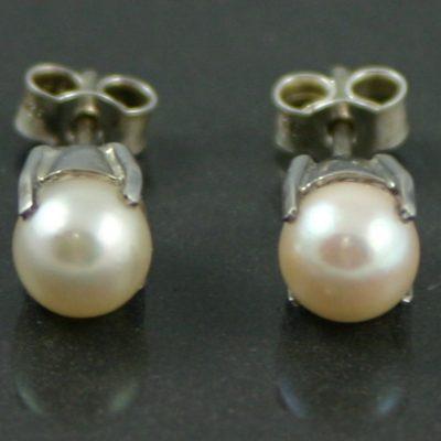 Silver & Pearl Stud Earrings vintage