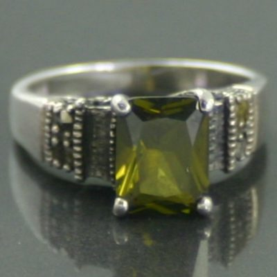 1930s Art Deco Peridot Silver Ring