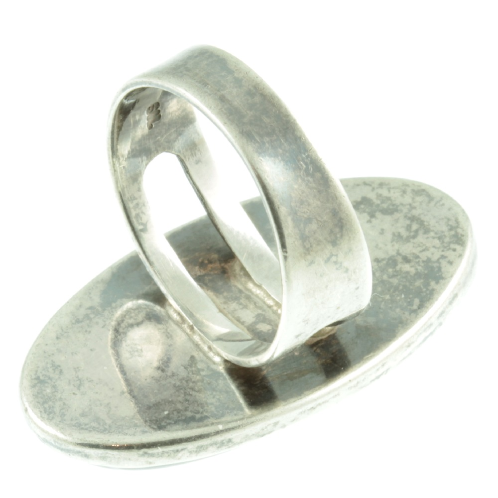 1940s agate silver ring - with closed back setting