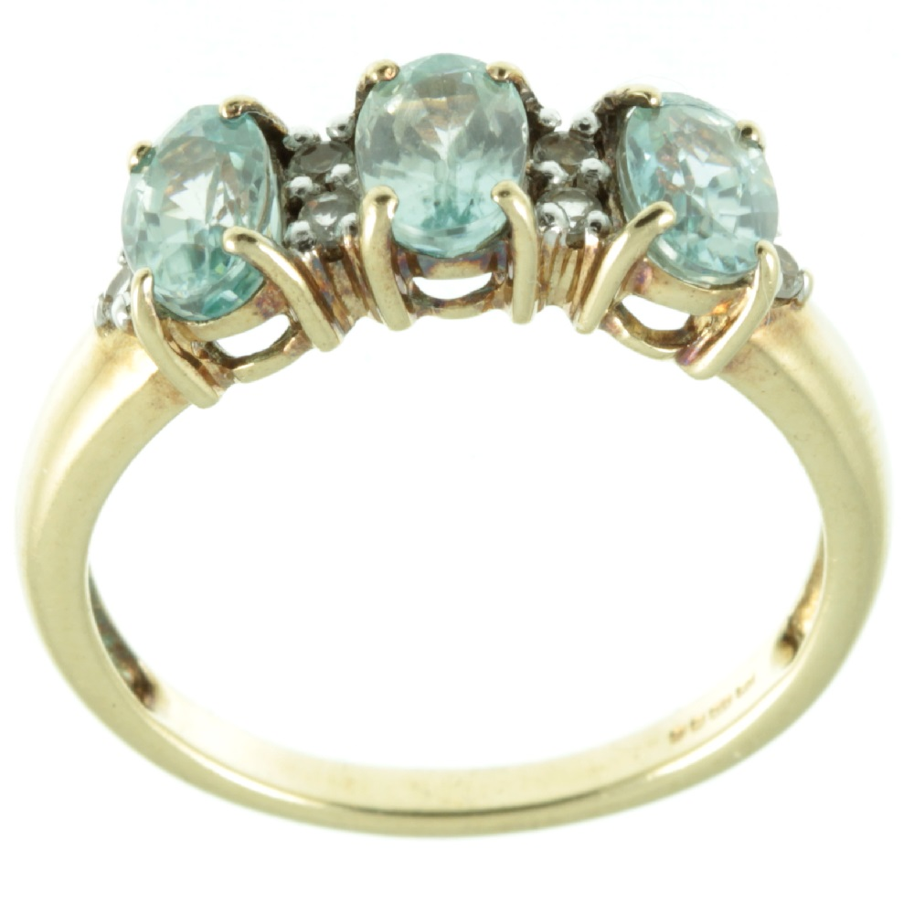 3 stone aquamarine and diamond ring - top view
