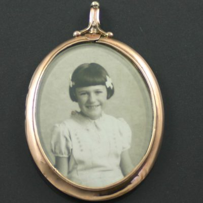 Victorian 9ct gold picture frame