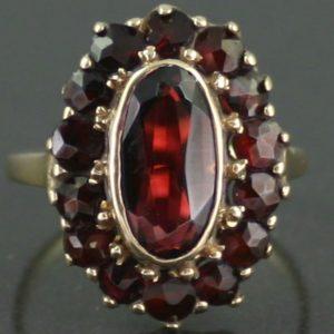 8 ct gold garnet ring
