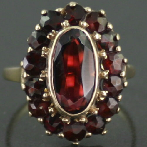 8 ct gold garnet ring