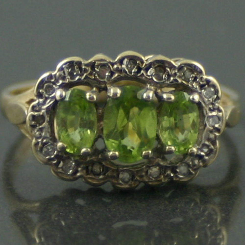 9ct gold Victorian peridot and diamond ring