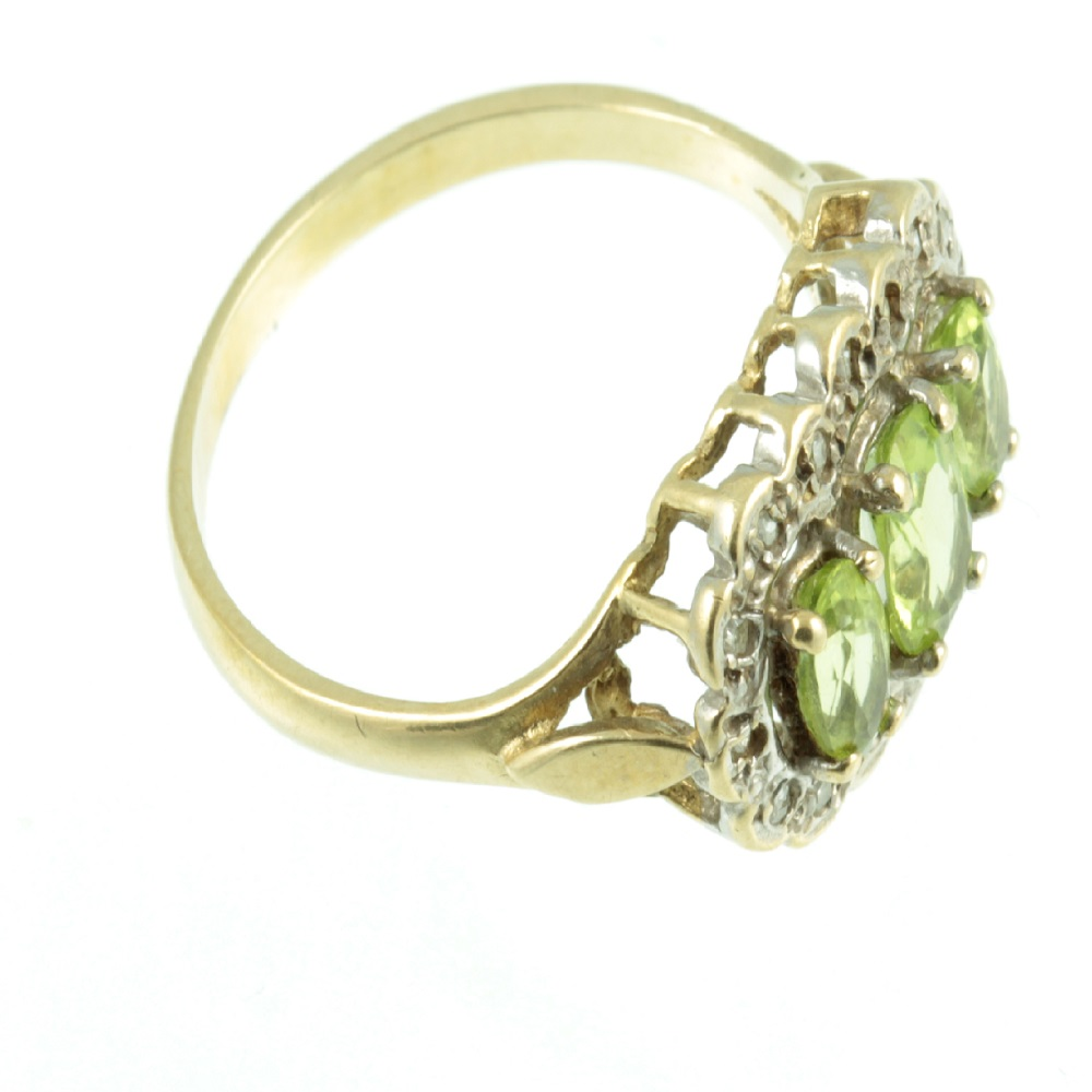 Side view of peridot ring