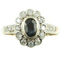 Stunning 9 carat gold - Sapphire and diamond ring