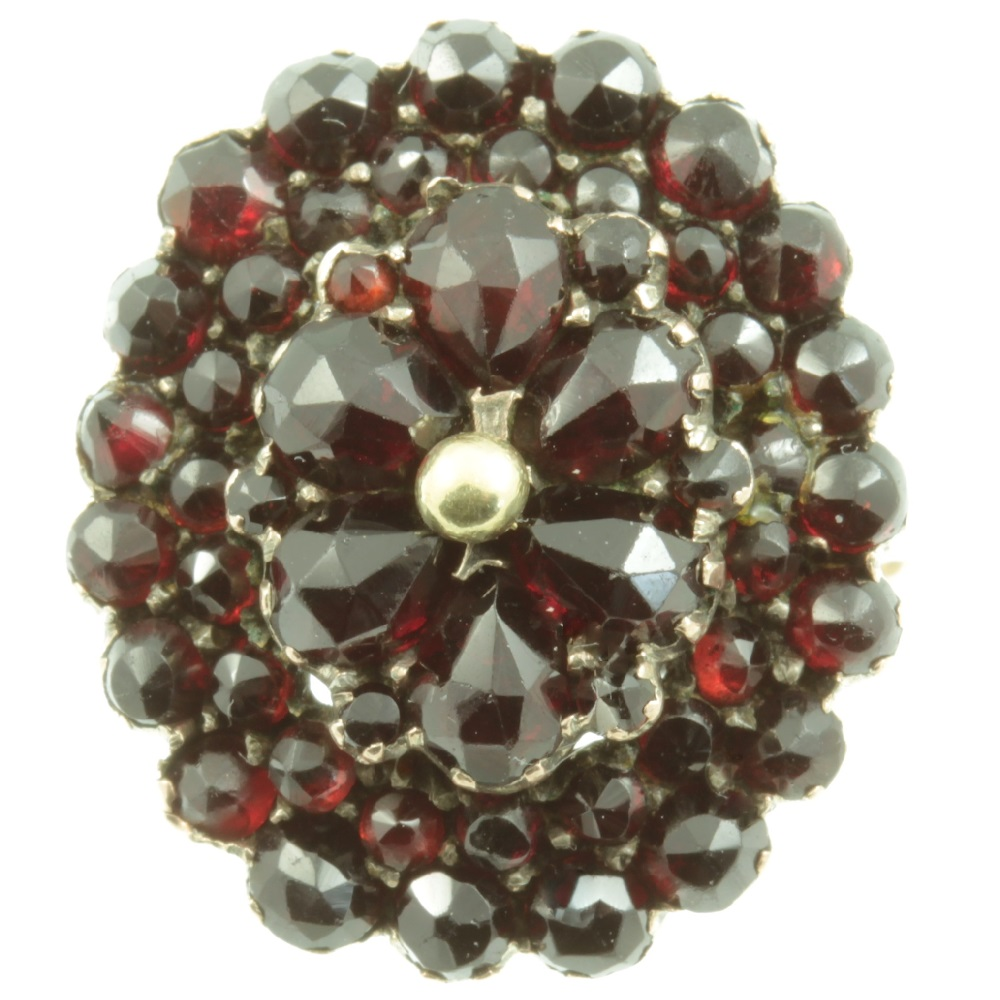 8ct Gold Garnet Cluster Ring