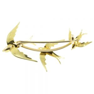 Edwardian 15ct gold swooping swallows brooch