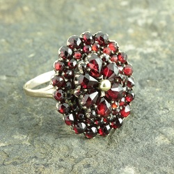 Retro 8ct Gold Garnet Cluster Ring