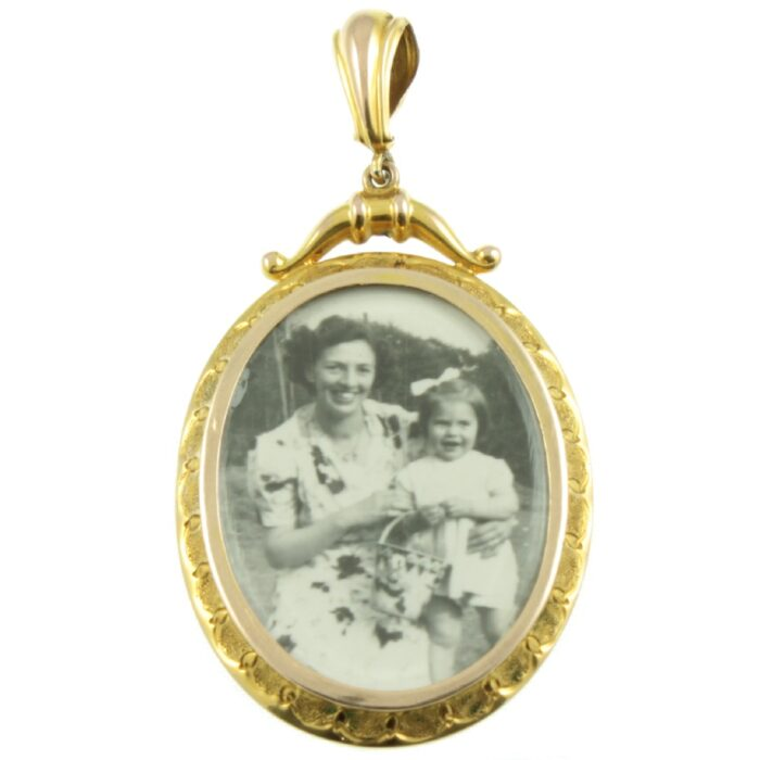 9ct Gold Oval Picture Locket