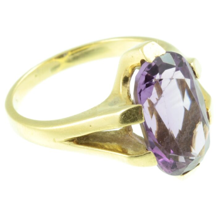 contemporary 18ct gold amethyst ring